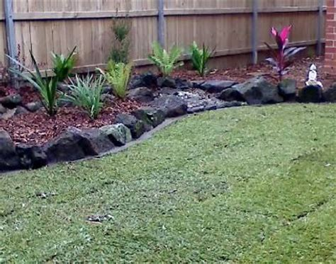 Bush Rock Garden Edging 1000 Images About Lawn Edging On Gardens Paver Edging And Lawn Care