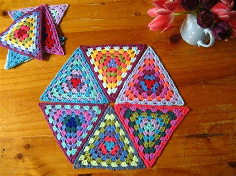 pattern for triangle afghan triangle granny squares crochet banners garlands