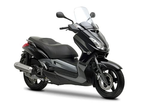 yamaha  max  pictures specifications