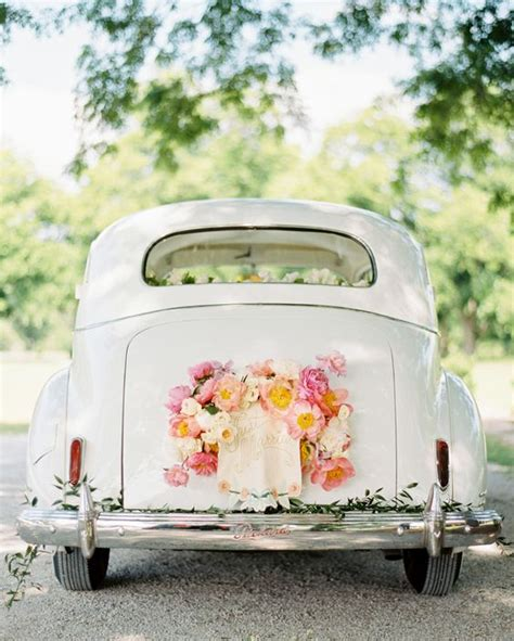 Decorate Wedding Car With Pink Flowers by 30 Ways To Decorate Your Wedding Getaway Car Page 4 Hi