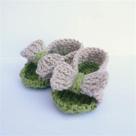 baby knitted sandals 6 baby bootie knitting patterns on craftsy bow