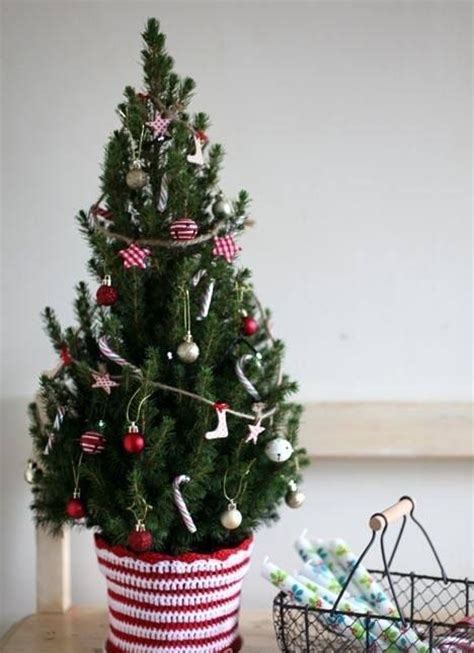 small christmas tree decor ideas shelterness