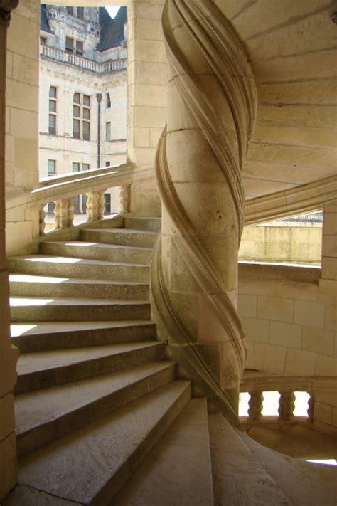 escalier du chateau de chambord entrez dans mon monde
