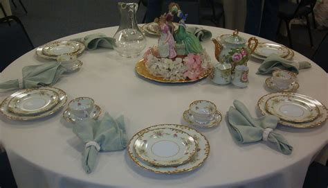Formal dining table decorations