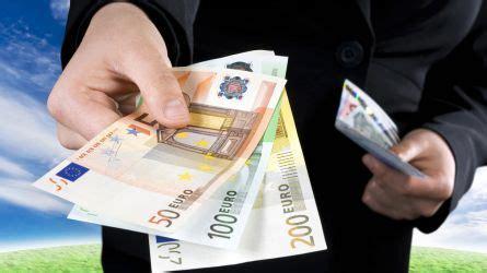 stipendi in banca addio stipendio in contanti retribuzione in banca o