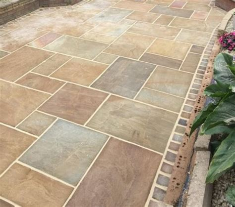Indian Sandstone Patio Slabs by Best 25 Garden Paving Ideas On Paving Ideas