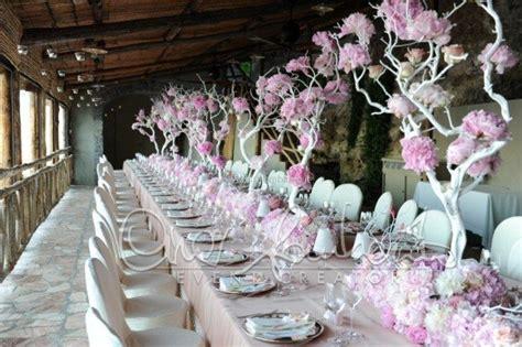 un fiore lilla molto profumato tavolo imperiale fresco e profumato come un giardino in