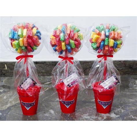centros de mesa con golosinas y globos para fiestas infantiles