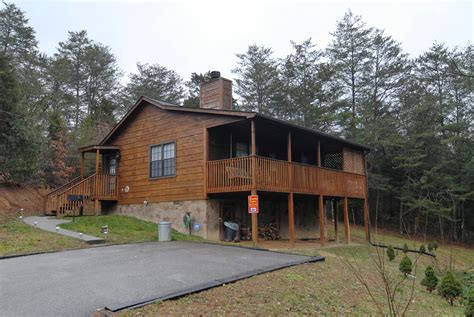 gatlinburg cabins cheap one bedroom secluded honeymoon cabins in gatlinburg tn cheap pigeon