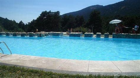 fotos de parque de piscinas y deportes im imagen de archivo de una piscina de la localidad