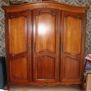 superbe armoire 3 portes en merisier massif occasion en