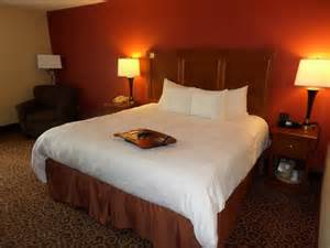 King Size Beds In Hotel Hotel Room With King Size Bed Picture Of Hton Inn