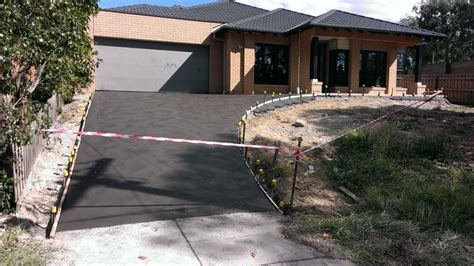 hill driveway design charcoal colour stipple finish driveway on a hill my