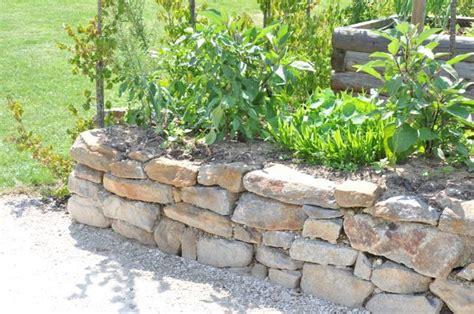 hochbeet garten pinterest steinwand und steine