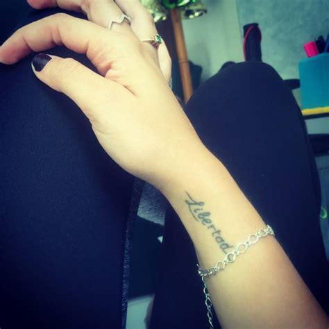 tattooed heart spanish wrist tattoo saying quot libertad quot spanish for quot freedom quot