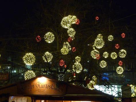 weihnachtsmarkt beleuchtung zehn gr 252 nde gerade jetzt im winter nach budapest zu fahren