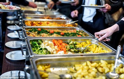foods for buffets how to beat the all you can eat buffet says experts daily mail