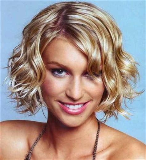 what are the best chin length wavy hairstyles chin length curly bob hair pinterest
