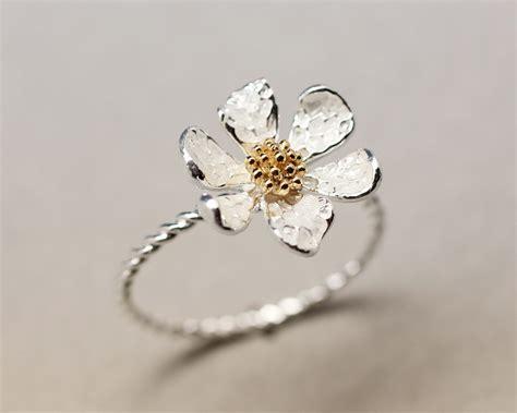 danity white flower ring on luulla