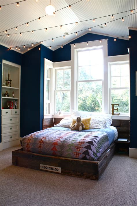 45 Ideas To Hang Christmas Lights In A Bedroom Shelterness How To Hang Lights In Bedroom