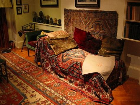 psychoanalytic couch freud s famous couch led to a once booming industry for