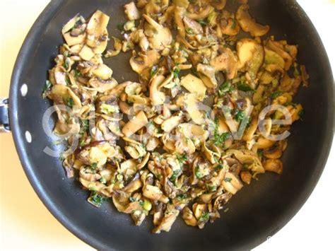 comment cuisiner les 駱inards frais quiche aux chignons persill 233 s la recette gustave