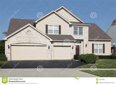 house with 3 car garage home with three car garage royalty free stock images image 13320699