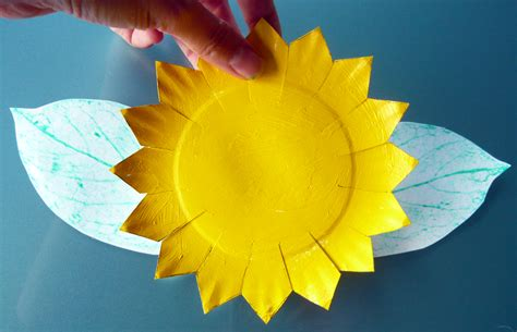 Paper Plate Sunflower Craft - free sunflower crafts to make