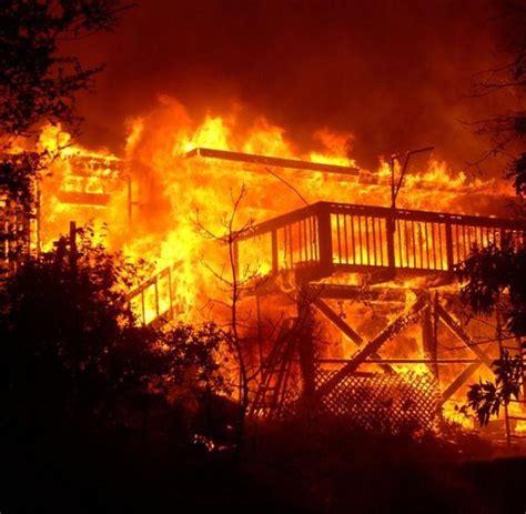 feuer haus feuer in kalifornien brennt promi villen nieder usa welt