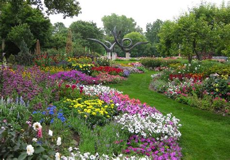 Colorful Garden Tours Blossom In Southeast Wisconsin Wi Botanical Gardens