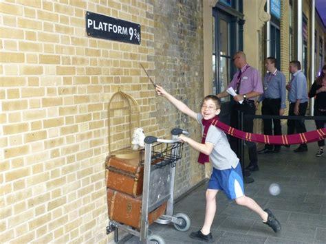 Kaos Harry Potter Harry Potter Platform 9 And 3 4 Graphics Lengan Panj harry potter platform 9 3 4 and the new king s cross