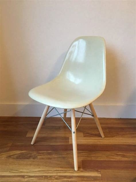 Eames Dining Chairs For Sale 1 20 Herman Miller Eames Parchment Dsw Dining Chairs For Sale At 1stdibs