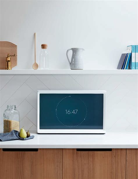 the samsung serif tv one of oprah s favorite things samsung serif tv by bouroullec where technology meets