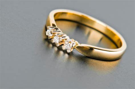 3 engagement ring photos slideshow