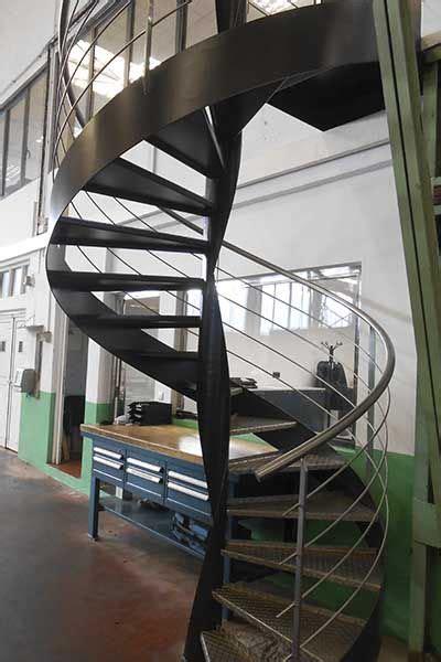 escalera metalica de caracol  diseno industrial