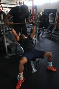 usain bolt bench press jamaica day 3 lifting with yohan blake hanging at the