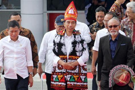 Baju Adat Suku Aceh mengapa tidak bisa membedakan menghina dengan mengritik