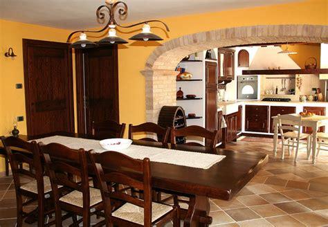 soggiorno taverna cucina e soggiorno in tavernetta