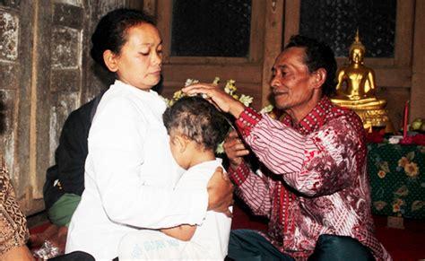 Rambut Gimbal Di Jogja di temanggung ternyata ada juga tradisi potong rambut gimbal ala buddhis