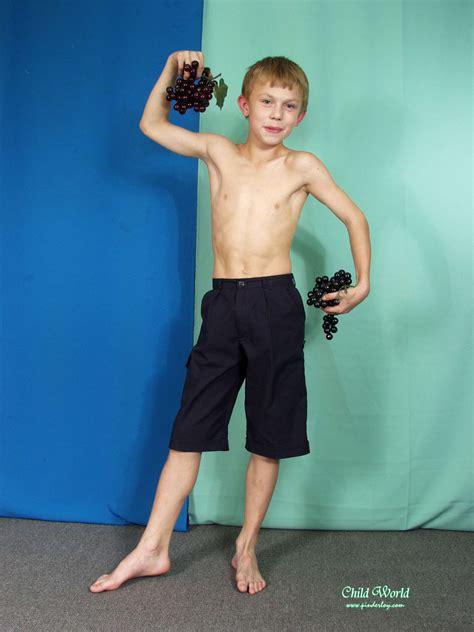 tommy cute boy model shirtless boys model barefoot boys models boy feet beauty of boys