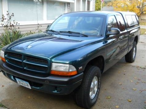 sell used 1997 dodge dakota sport extended cab pickup 2 door 5 2l needs work in knob noster sell used 1997 dodge dakota sport 4x4 extended cab low miles california truck in cresco iowa