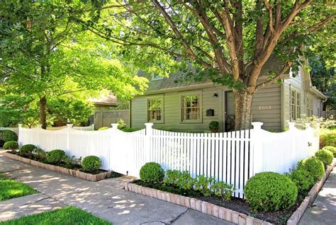perfect corner lot fence ideas radionigerialagos com