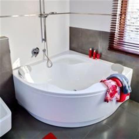 Second Bathtubs by 1000 Ideas About Corner Bathtub On Corner Tub