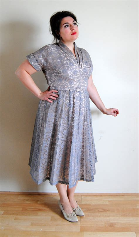 benefits of buying plus size vintage dresses
