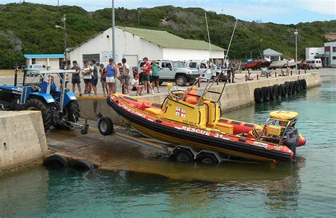 fishing boat sinks fishing boat sinks all crew rescued nsri