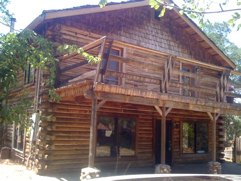 Traditional Log Cabin by Here S Traditional Log Cabin Located In Yosemite