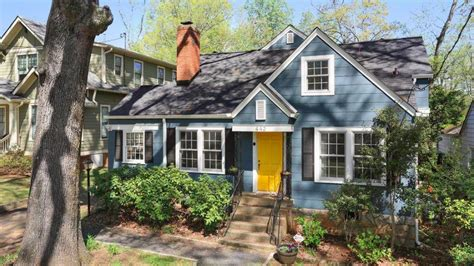 cozy lake claire cottage sure wouldn t mind 575k curbed