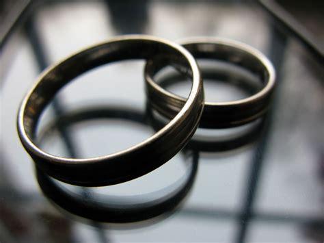 Hochzeit Ringe Kaufen by Eheringe Kaufen Und Pflegen Hukendu Ratgeber
