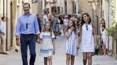 royal family spanish royals why spain s royal family is the most stylish in the world
