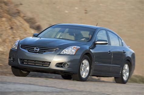 nissan altima hybrid nissan altima hybrid is going through changes automotorblog